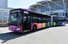 福岡空港、虹色の連接バス導入 定員2倍、国内・国際連絡バス