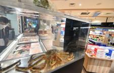 羽田空港に北海道どさんこプラザ開業 タラバガニや人気ソフトクリームも、1タミ保安検査場前