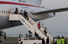 政府専用機B-777、機材不具合で定時出発できず 予備機に乗り換え