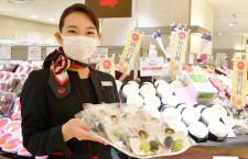 JALのCA、岡山県産ブドウやモモPR 伊勢丹新宿で岡山フェア、朝採りトウモロコシも