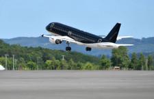 スターフライヤー、初の購入機8号機が離日 ロゴ消し女満別経由で米国へ