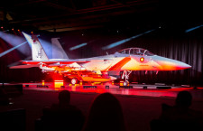 カタール空軍向けF-15QAがロールアウト