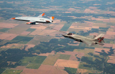 無人機MQ-25、米海軍F-35Cに空中給油成功