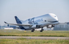 エアバス、ベルーガXLの4号機就航 A350の主翼運ぶ