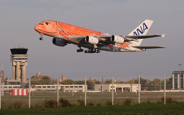 ANAのA380オレンジ3号機、トゥールーズ離陸し成田へ