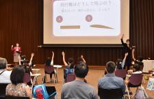 ピーチ、中部空港で航空教室 「LCCは色鉛筆」児童向けにレクチャー