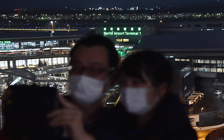 成田空港、制限区域バスツアー再開 小雨の夜景、JAL系レストランでのディナーも
