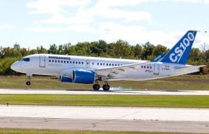 初飛行を終えて着陸したCS100の飛行試験初号機(ボンバルディア提供)