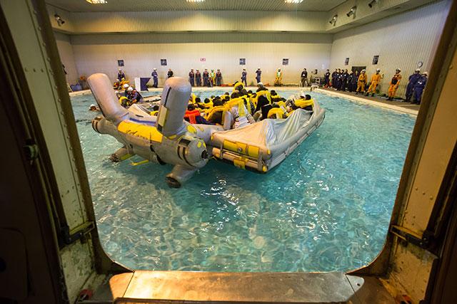 機体から離れるスライドラフト=2月18日 PHOTO: Tatsuyuki TAYAMA/Aviation Wire