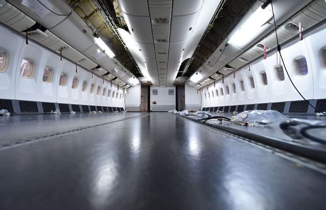 配線を除き何もなくなった床=14年4月 PHOTO: Tadayuki YOSHIKAWA/Aviation Wire