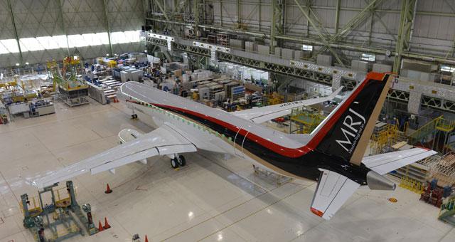 エンジンを搭載したMRJの飛行試験機初号機(三菱航空機提供) 関連リンク...  MRJ、飛行試