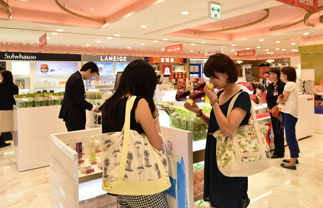 pretty nice a9e2c 3faed 関空、免税エリアに新店舗 ロッテは日本初出店、クロエや ...