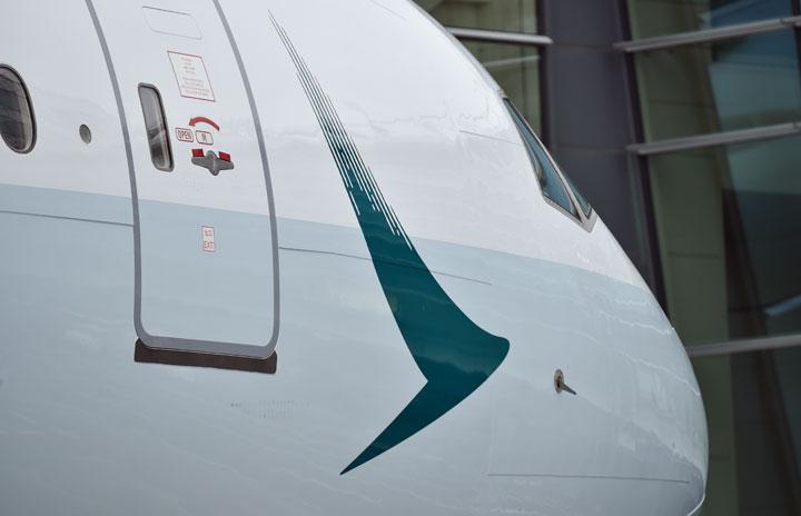 キャセイパシフィック航空、無料コロナ保険 フライト予約で付与