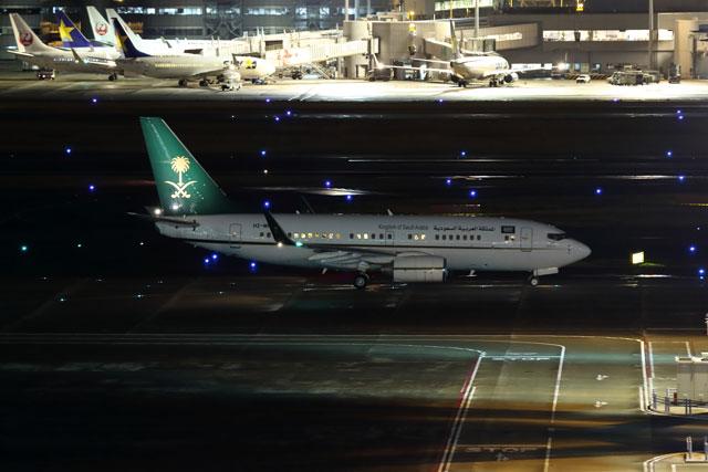 羽田を出発するサウジアラビア財務省の737-700BBJ(HZ-MF2)。 SVA7359便として北京へ向かった=17年3月14日 PHOTO: Shota DOKI/Aviation Wire