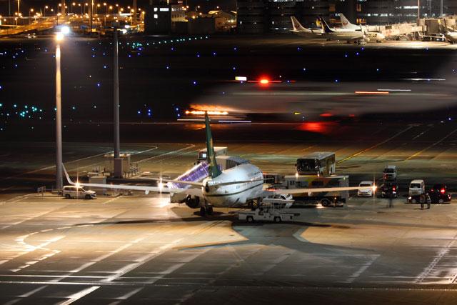羽田で出発を待つサウジアラビア財務省の737-700BBJ(HZ-MF1)。 SVA7356便として北京へ向かった=17年3月15日 PHOTO: Shota DOKI/Aviation Wire