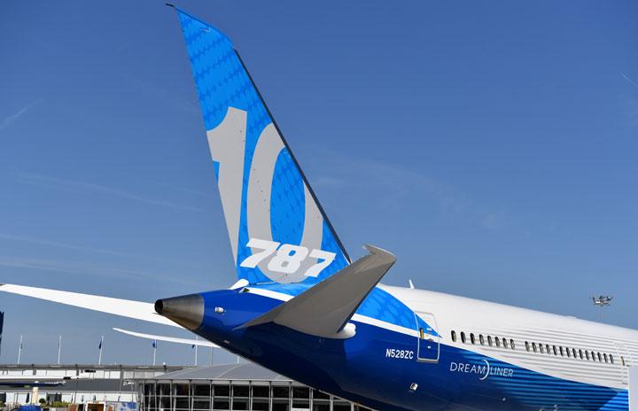 787で製造不具合 水平尾翼部品、規定より強く締め付け
