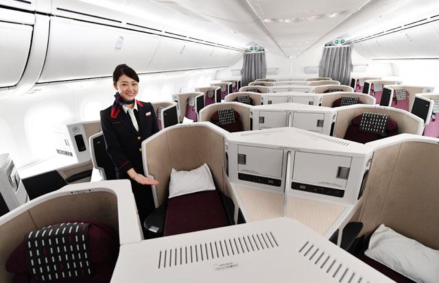 JAL、787-9新仕様機就航 足もと立体交差の新ビジネスクラス