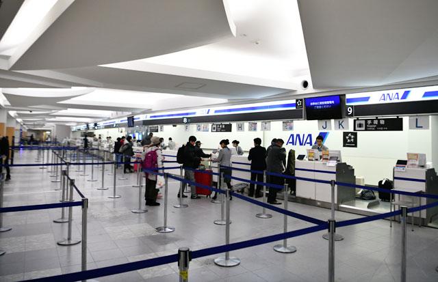 福岡空港、X線検査機撤去で広々 ANAカウンター刷新開始