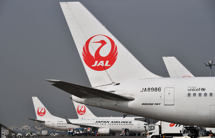 JAL、役員の業績連動株式報酬ゼロ 自主返納は年内継続