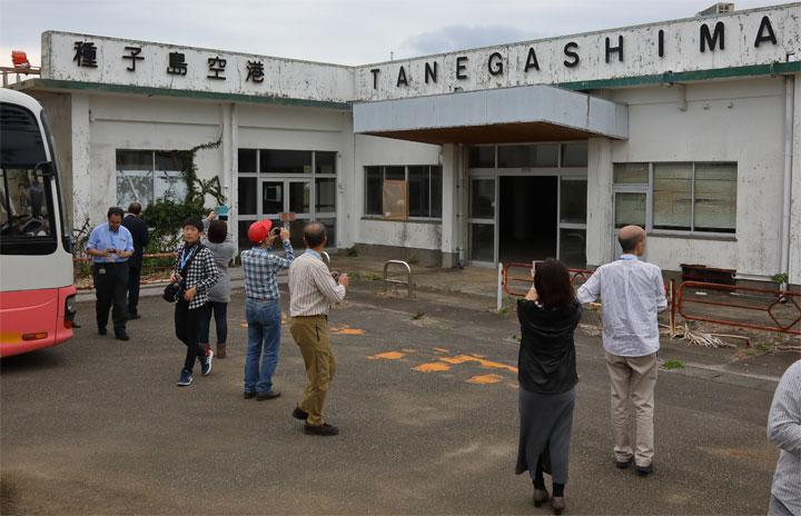旧種子島空港見学に屋久島ローパスも 特集・JAC Q400退役チャーターツアー(後編)