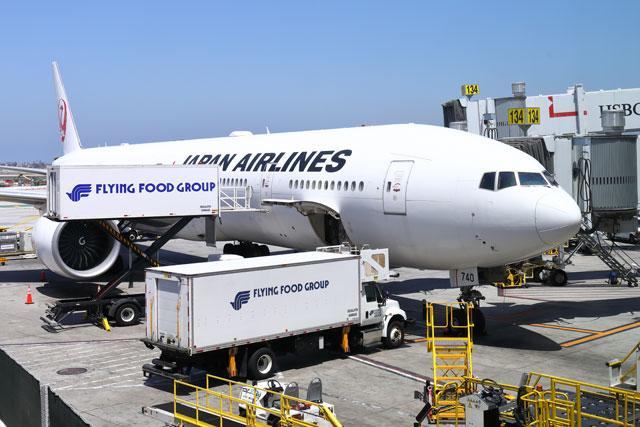 東京線就航60周年を迎えたロサンゼルス空港で出発を待つJALの成田行きJL61便 =19年5月29日 PHOTO: Masahiro SATO/Aviation Wire