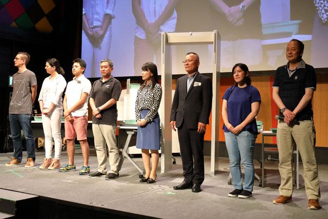 保安検査コンテストで乗客役を演じた航空会社の社員ら =19年7月9日 PHOTO: Masahiro SATO/Aviation Wire