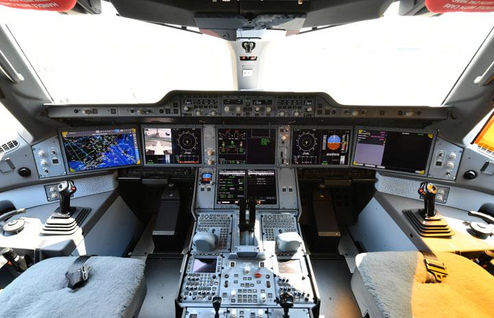 JAL、パイロットのインターン追加募集 チームマネジメントも重視