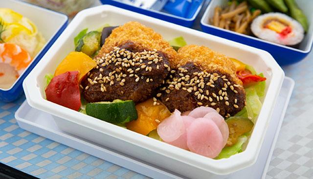 ANA機内食総選挙2019の東海エリア候補メニュー「味噌 カツ丼」(同社提供)