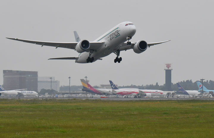 ZIPAIR就航 JAL系LCC初便は貨物専用便、翼振り成田からバンコクへ