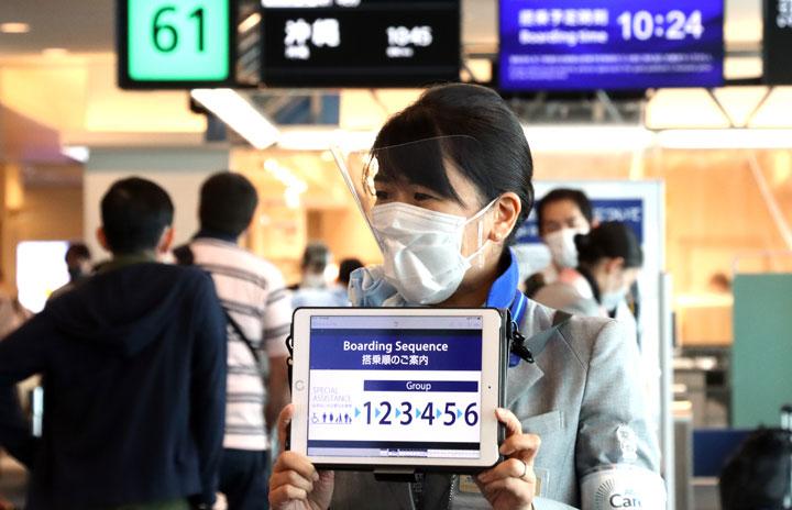 ANA、後方席から6段階搭乗 JALは優先搭乗維持、移動自粛緩和で違い