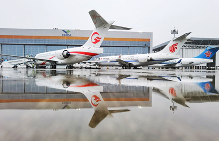 COMAC、中国大手3社にARJ21初納入