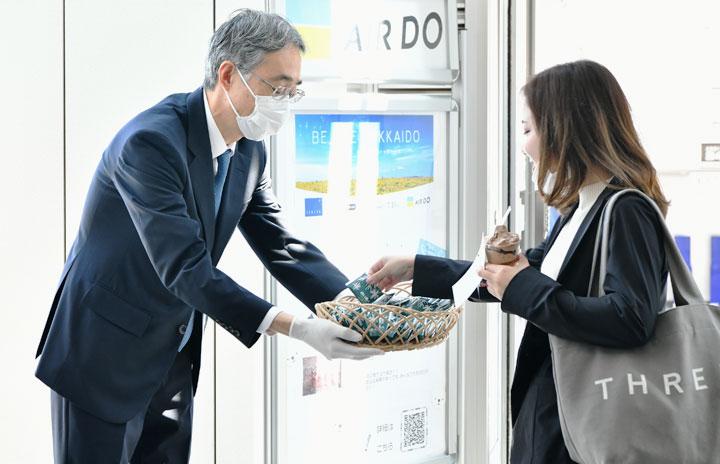 エア・ドゥと石屋製菓、北海道応援メッセージ募集