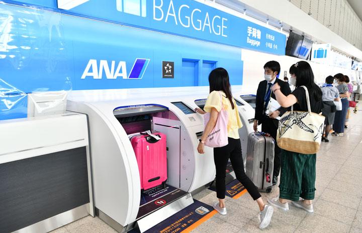 ANA、伊丹空港に自動手荷物預け機8台導入 5年で全国展開完了
