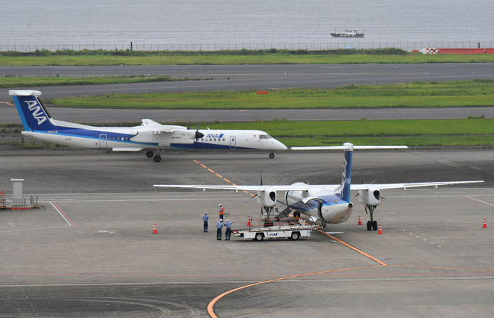 ANAのQ400、羽田乗り入れ最終日 新型コロナで6年ぶりプロペラ機
