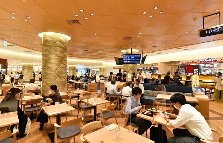 飲食テーブルに透明アクリル板も 特集・伊丹空港ターミナル半世紀ぶりリニューアル