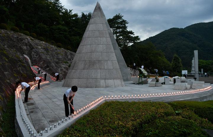 日航機事故35年追悼式、新型コロナで縮小 赤坂社長「安全のコスト削減あり得ない」