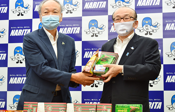春秋航空日本、成田市に食品寄贈 減便で販売品余剰、福祉施設で活用