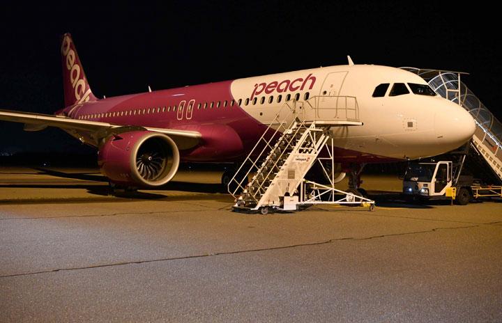 ピーチのA320neo、10月25日就航へ リクライニング済みシート188席