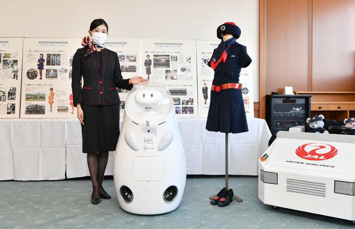 JAL、羽田空港で歴代制服など展示 「スカイミュージアム」引っ越し公演