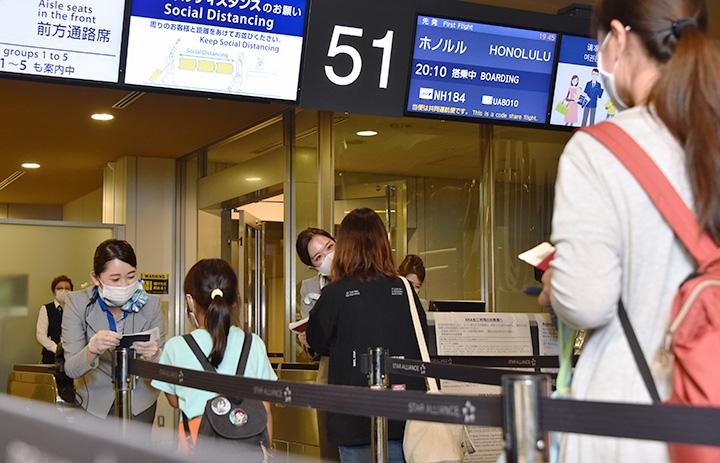 ANA、成田-ホノルル半年ぶり 再開初便に27人