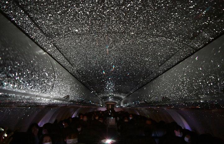 スターフライヤー、機内プラネタリウム鑑賞フライト追加開催 12月に北九州発着