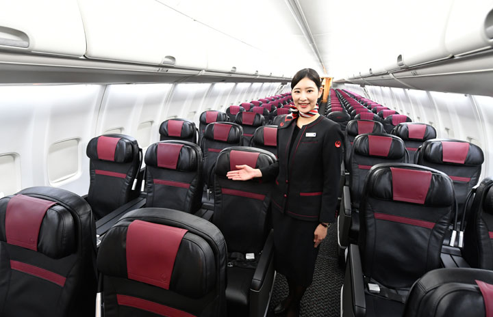 JAL、737用新クラスJシート公開 USB電源新設