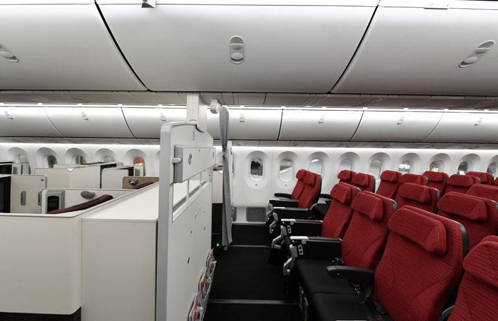 JAL、非常口・最前列席の有料指定サービス 国際線エコノミー、上級会員は無料