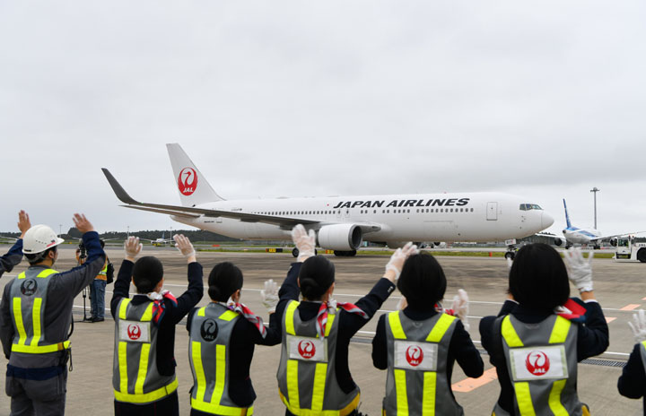JAL、成田発着「星空フライト」第2弾 夜景と機内食