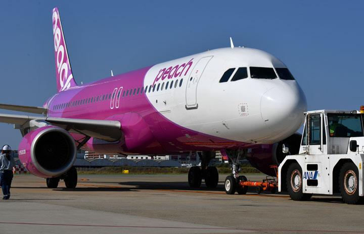 ピーチ、5-6月も追加減便 運航は半数超