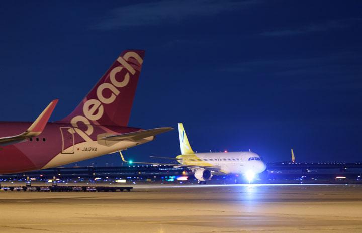 バニラ塗装のA320関空着 機体改修にコロナ影響、ピーチ塗装は日本で