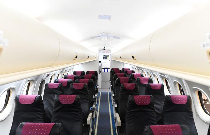 外観はQ400、客室はATR 鹿児島空港のJACモックアップ