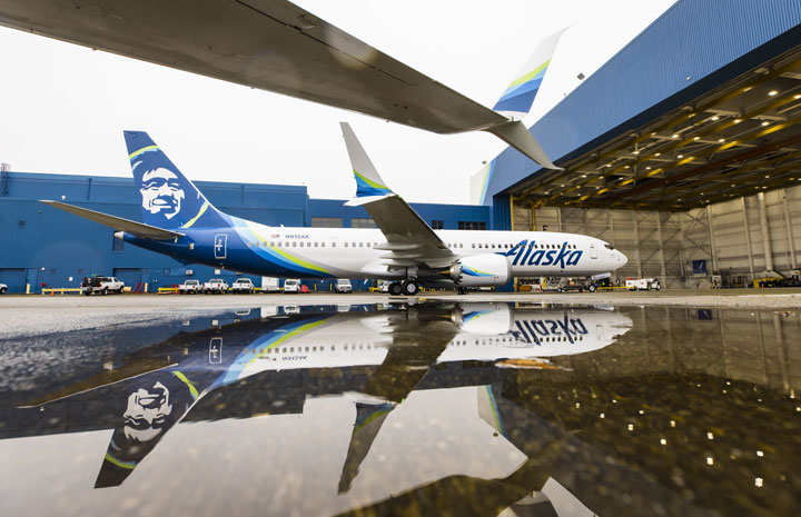 アラスカ航空、737MAX初受領 3月の就航前に5週間訓練