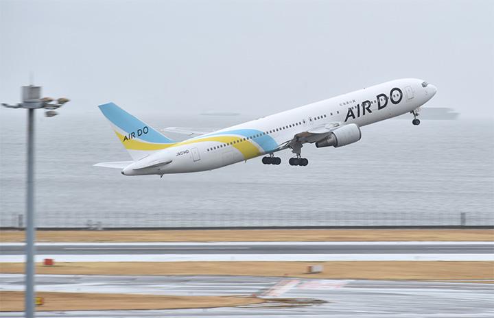 エア・ドゥ、767退役2号機も米国へ 雨あいの羽田離陸、見送る人も