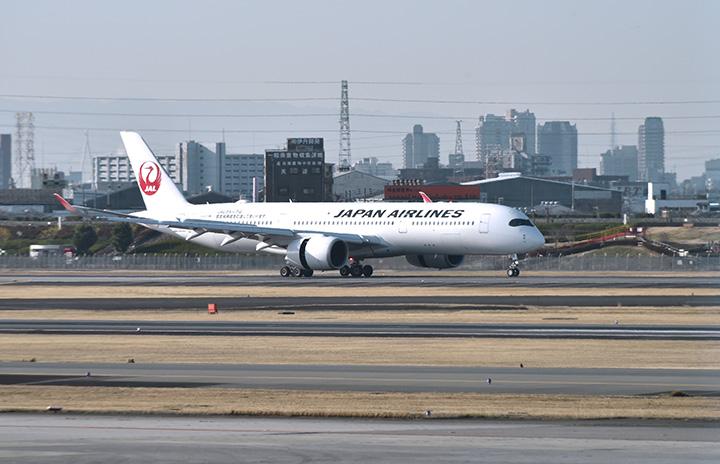 JALのA350、伊丹初飛来 搭乗橋など確認